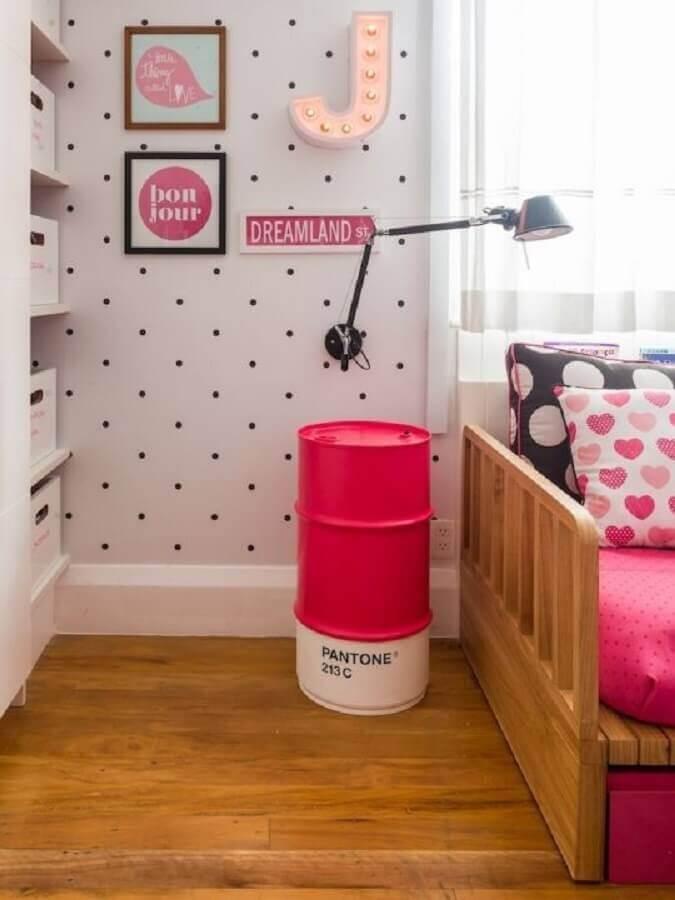 quarto decorado com tambor decorativo feminino rosa e branco Foto Lenny Lemons