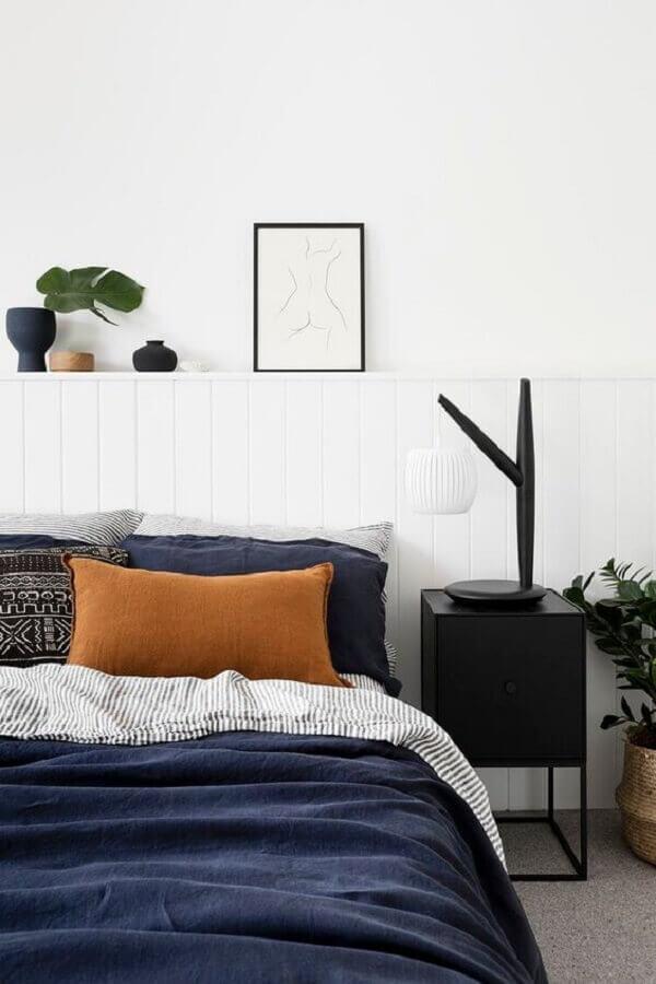 quarto moderno decorado com mesa de cabeceira preta minimalista Foto Futurist Architecture
