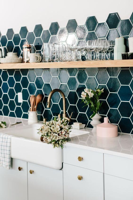 Revestimento verde de cozinha pequena