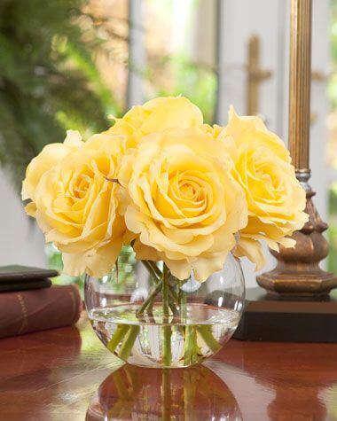 A rosa amarela é alegre