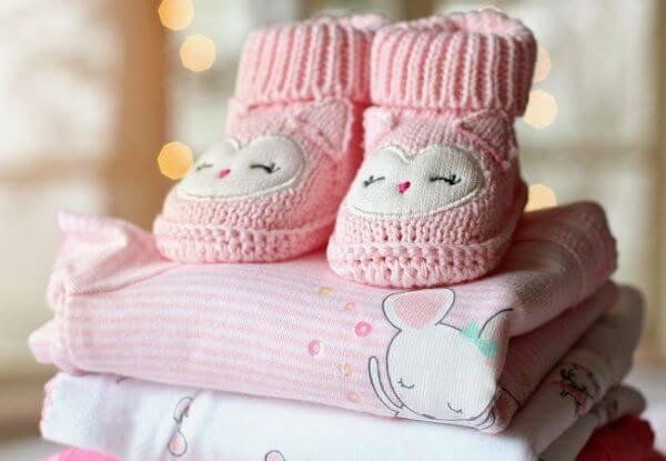 Use o sabão de coco neutro para lavar roupa de bebê