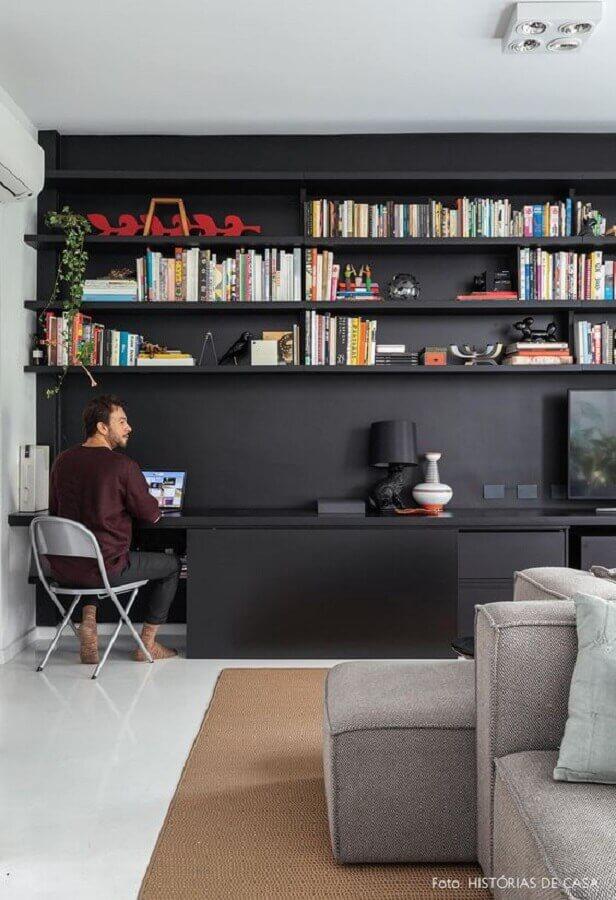 sala com móveis pretos Foto Histórias de Casa