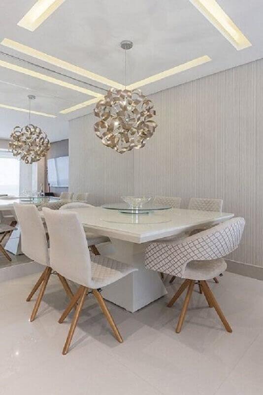 sala de jantar branca decorada com lustre para mesa de jantar quadrada Foto Pinterest