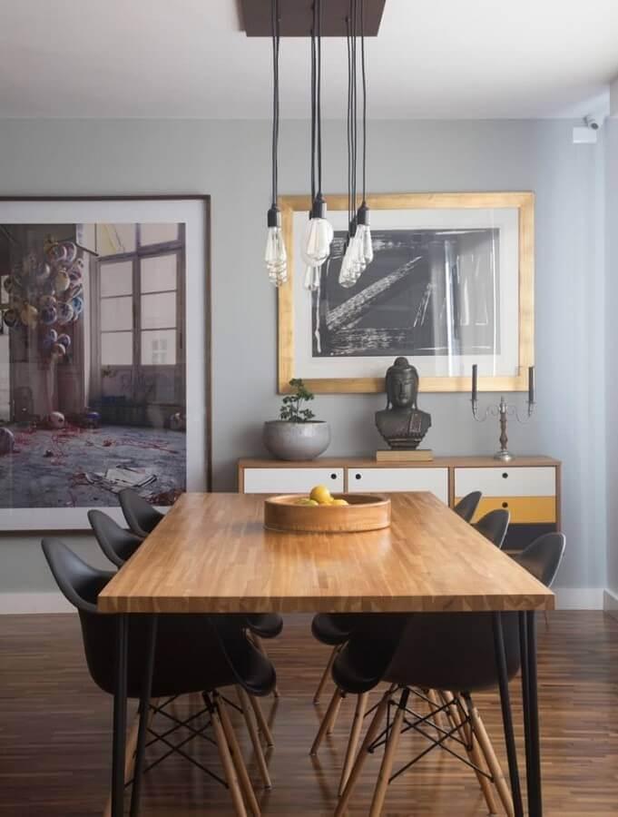 sala de jantar cinza decorada com lustre pendente para mesa de jantar de madeira Foto Architecture Art Designs