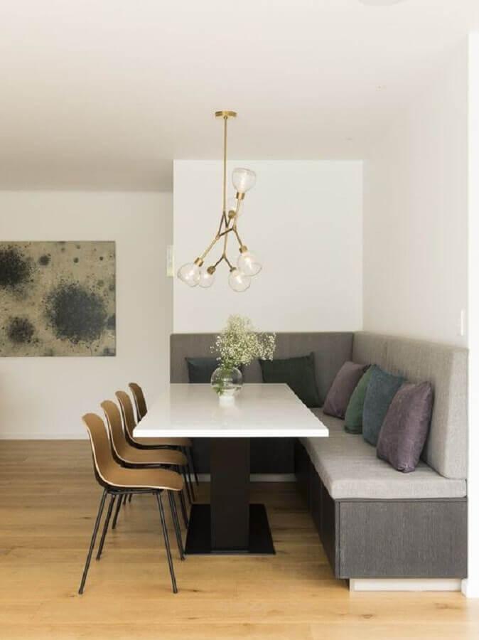 sala de jantar moderna decorada com mesa com banco estofado de canto Foto Futurist Architecture