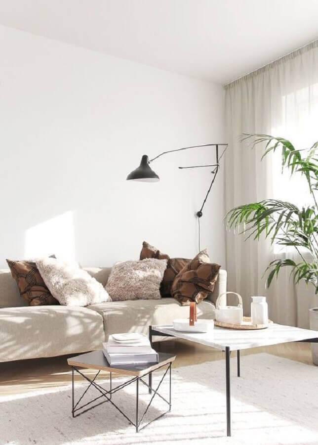 sala minimalista decorada com abajur de parede preto articulável Foto Lekker Home