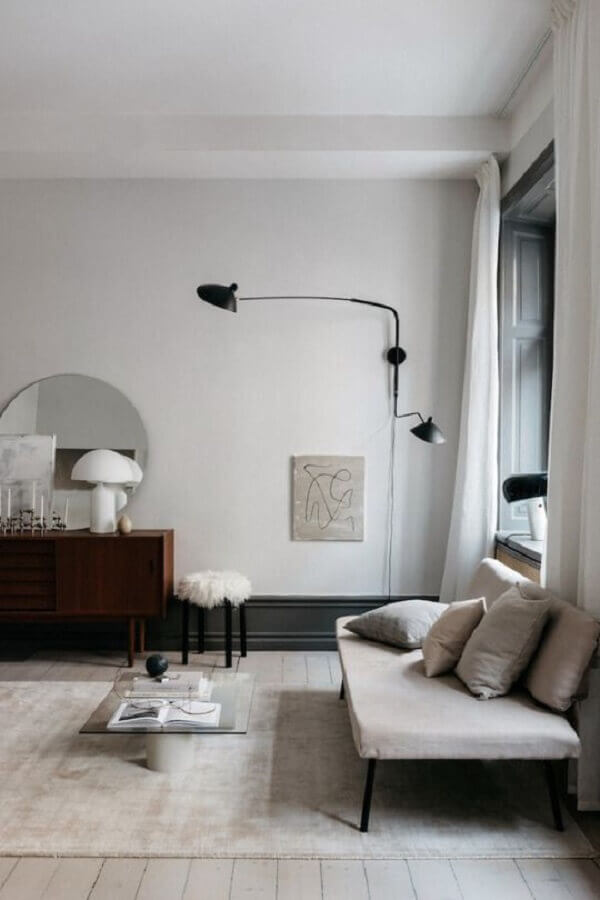 sala minimalista decorada com abajur de parede preto articulável Foto Pinterest
