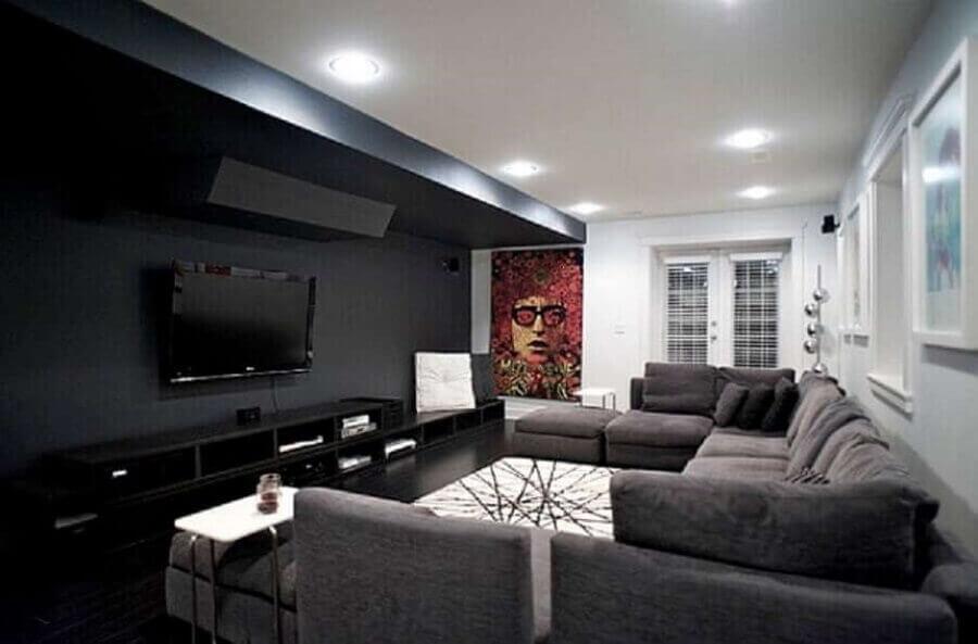 sala preta e branca ampla decorada com sofá cinza de canto Foto Pinterest