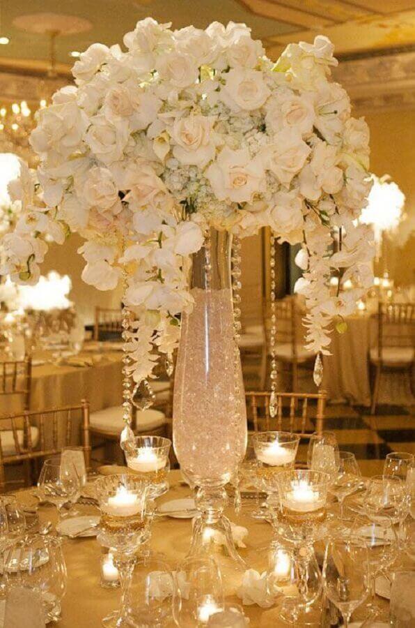 sofisticado arranjo de flores brancas para decoração bodas de cristal Foto Web Feminina