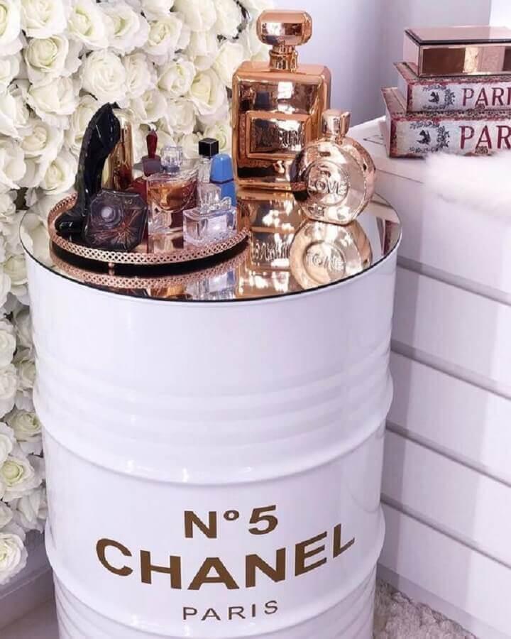 tambor decorativo chanel com perfumes Foto Pinterest