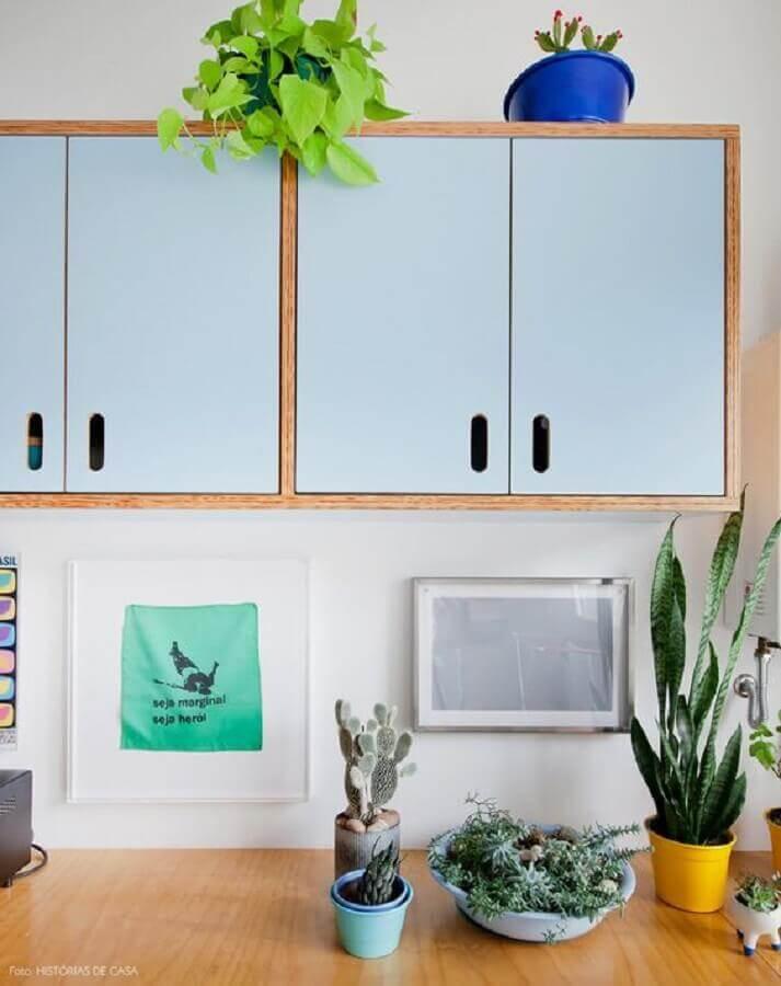 tons de azul pastel para armário de cozinha com estilo retrô Foto Histórias de Casa