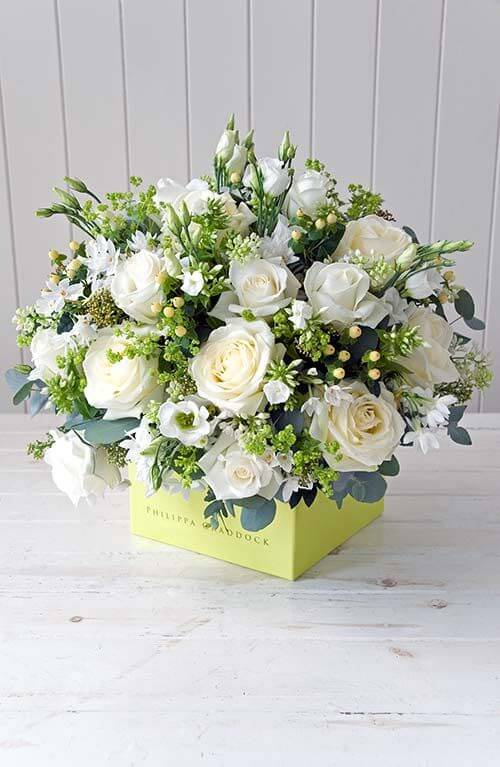 Vaso de rosas brancas