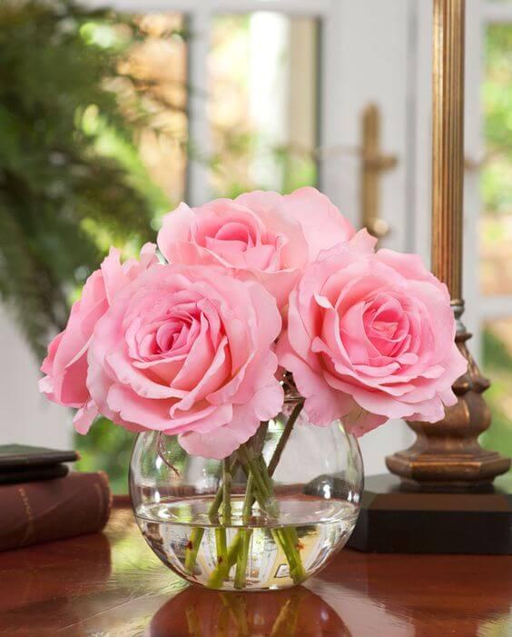 Vaso decorativo com rosa cor de rosa