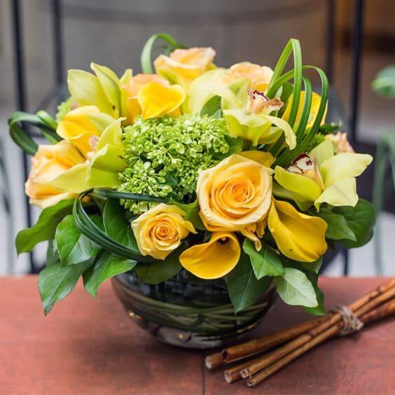 Rosas amarelas são alegres e agradáveis