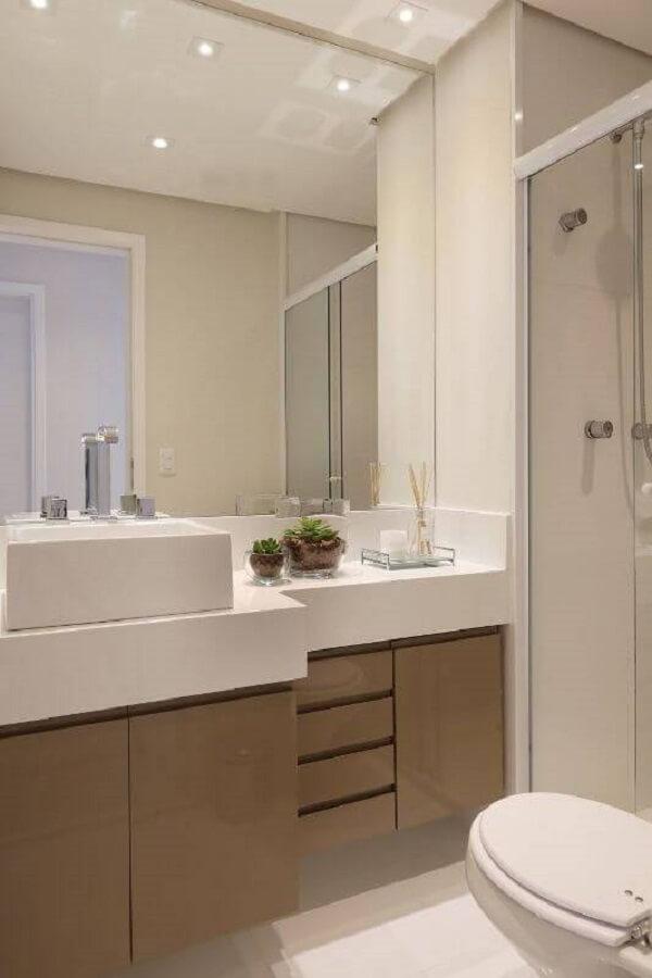 É muito comum encontrar terrários de suculentas no banheiro