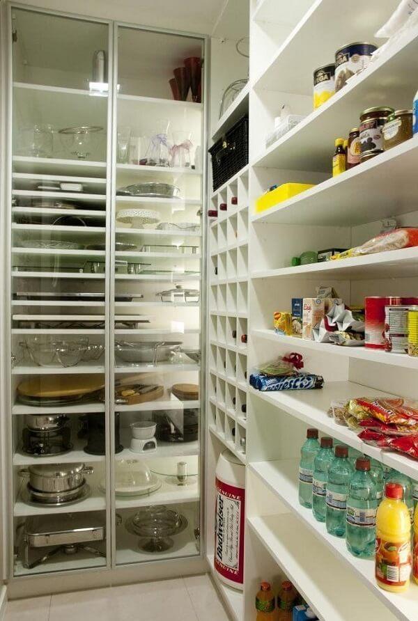 A despensa de cozinha podem auxiliar na organização de alimentos e utensílios de cozinha