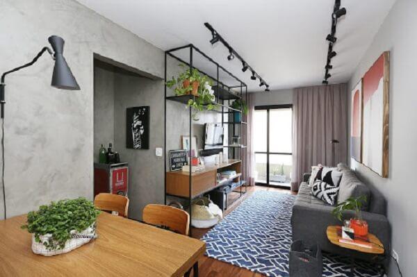 A luminária trilho agrega valor na decoração de ambientes compactos