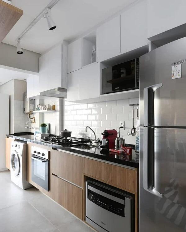 A luminária trilho para cozinha escolhida é discreta e charmosa