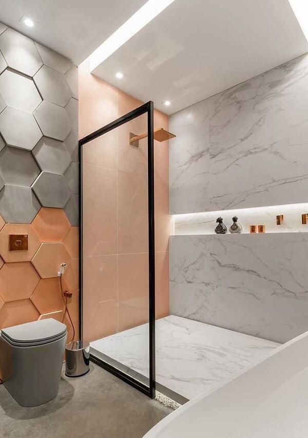As cores do revestimento 3D para banheiro trazem alegria para o espaço