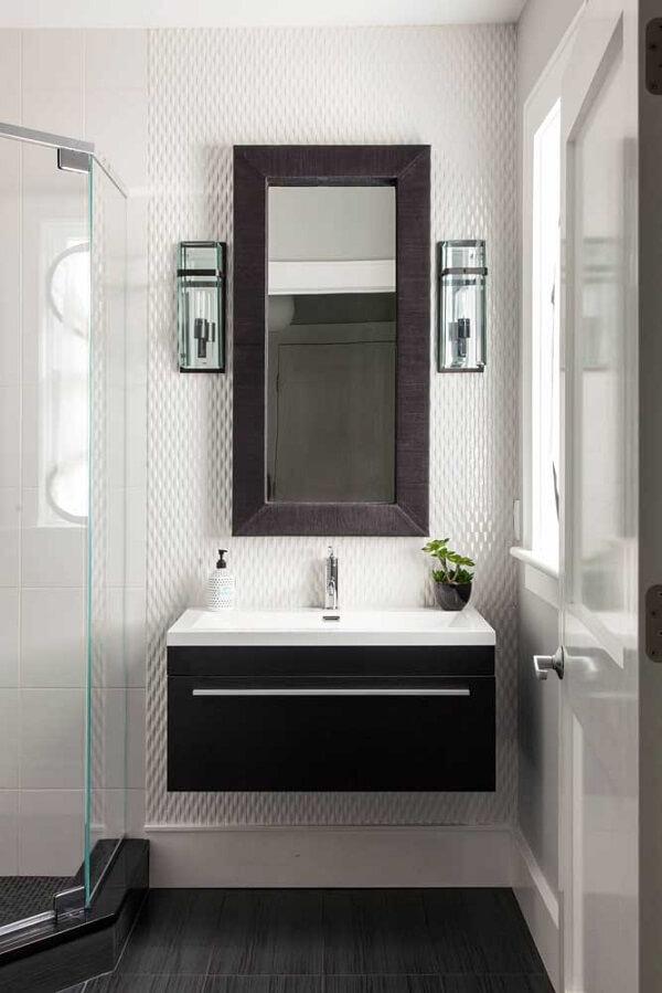As tramas delicadas do revestimento 3D para banheiro se destacam na decoração