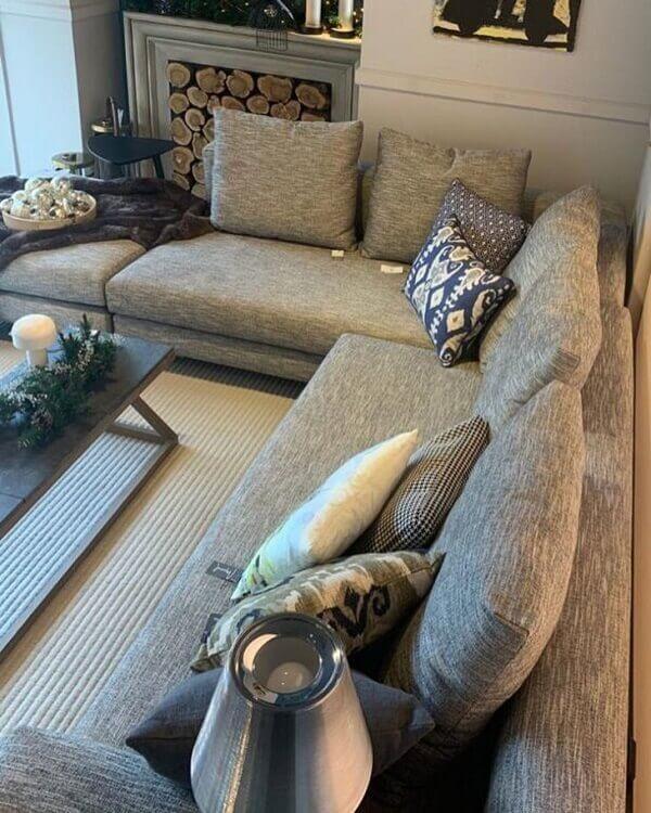 Avalie as medidas da sua sala de estar para comprar o sofá de canto cinza perfeito