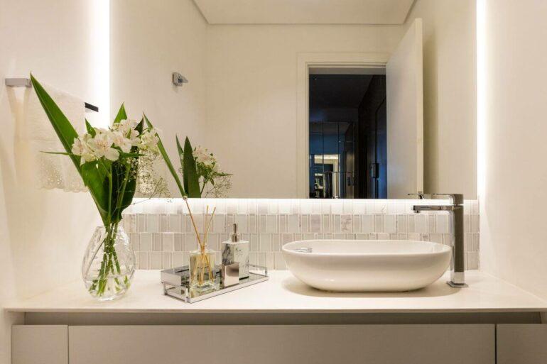 Avalie o espaço do cômodo para acertar no modelos das cubas de banheiro