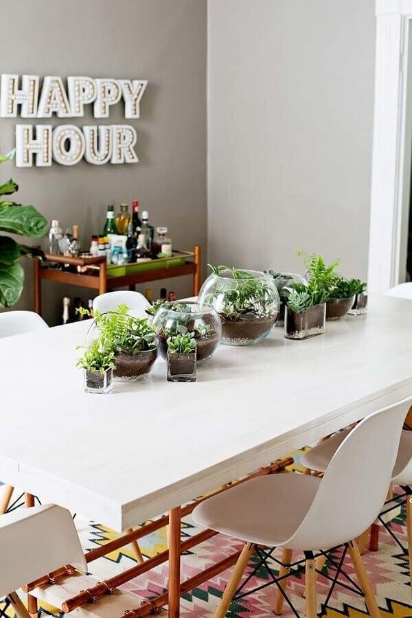 Decore a sala de jantar com lindos terrários de suculentas e cactos