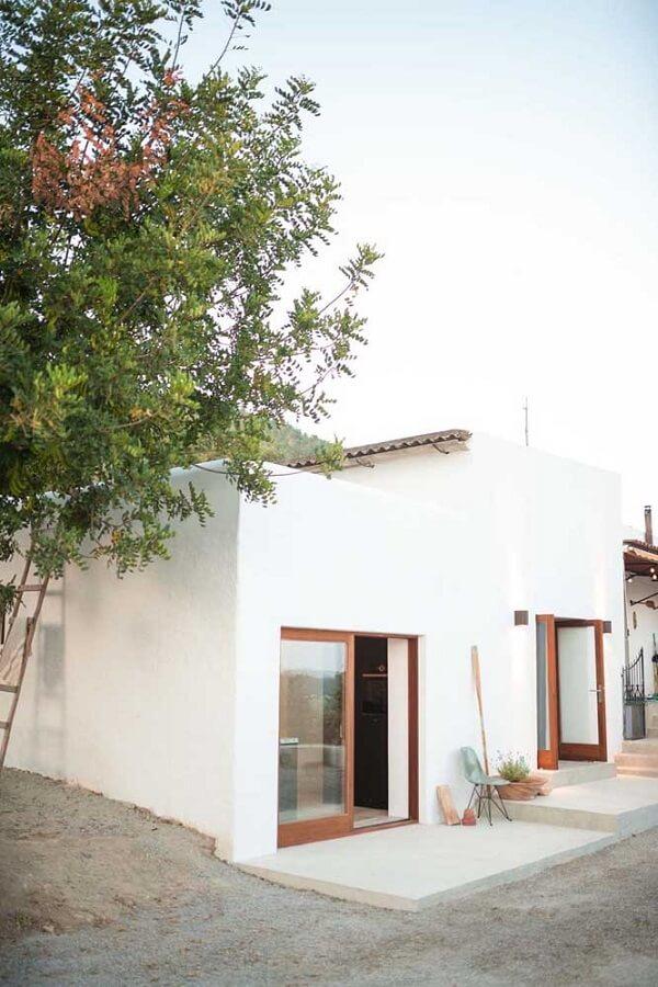Fachada de casa simples clean. Fonte: Ideias Decor