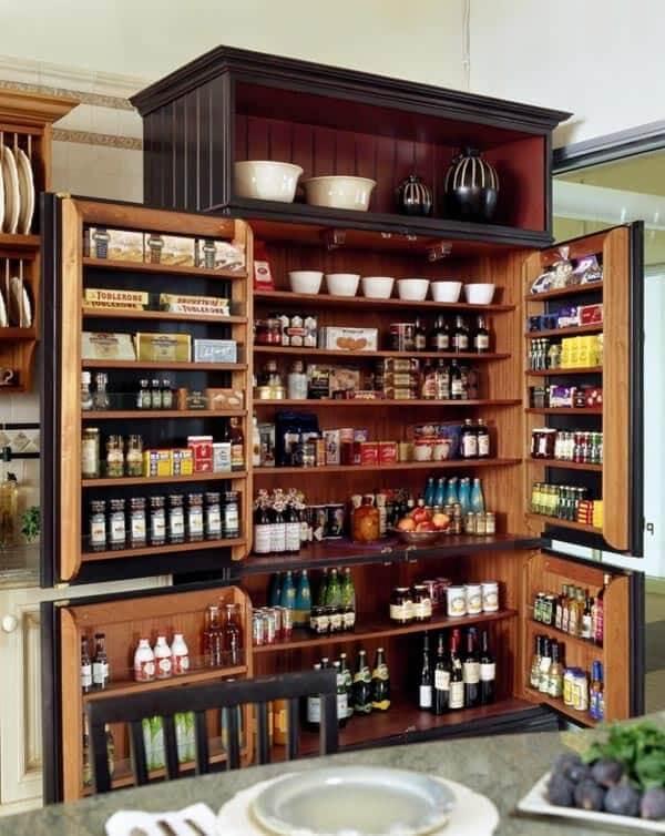 Gavetas e compartimentos que fazem toda a diferença na hora de organizar a despensa da cozinha