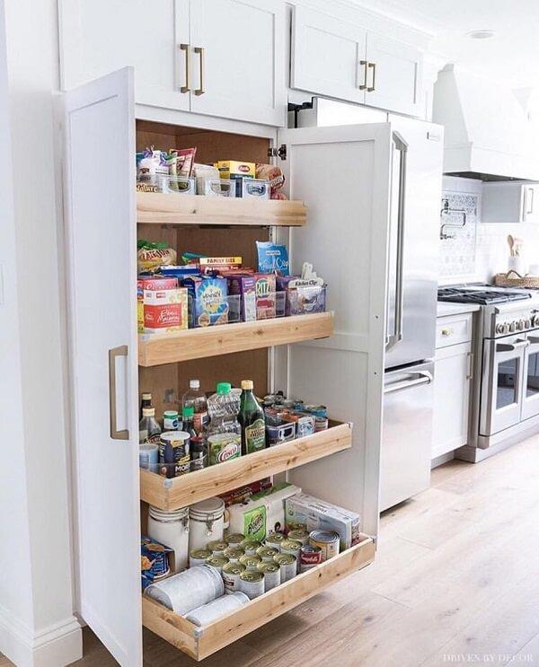 Instale um armário para despensa de cozinha funcional