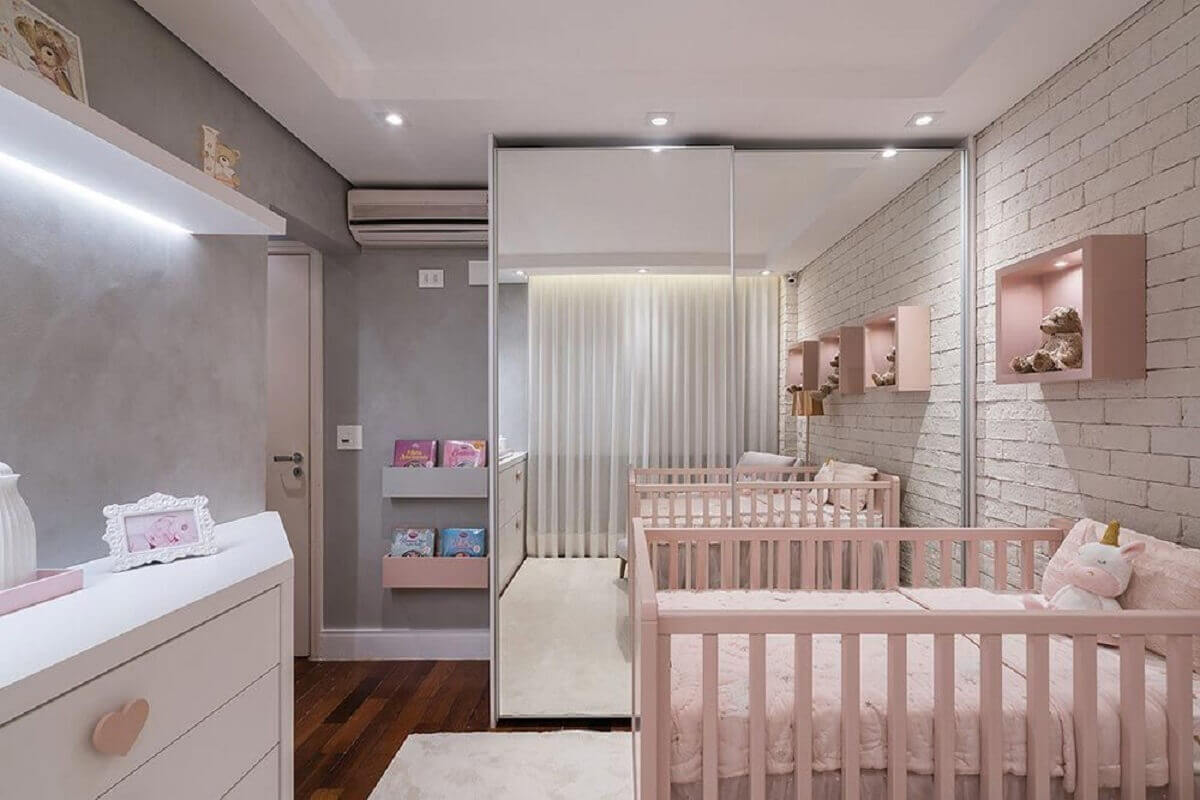 Female baby room furniture with mirrored wardrobe Foto KL Fotografia de Interiores