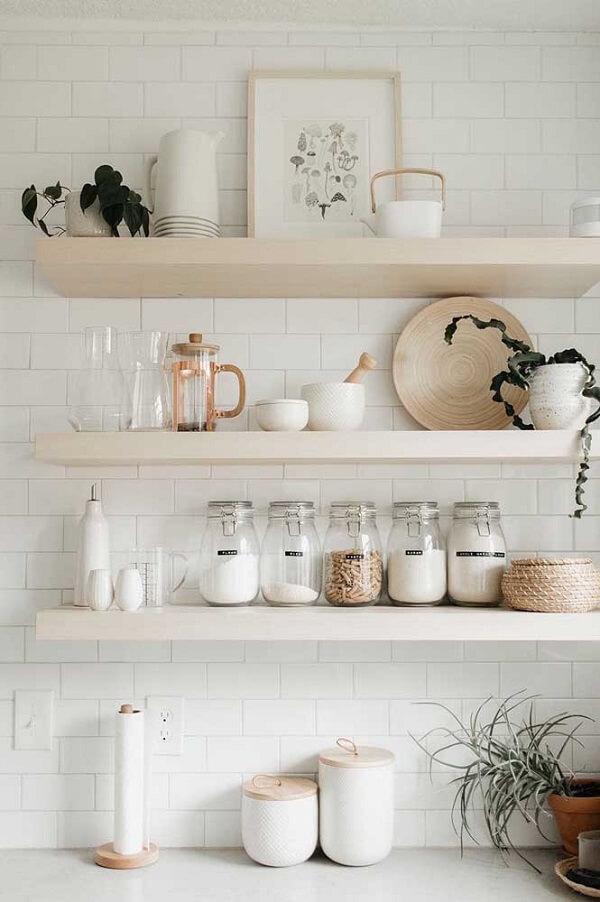 Modelo de quadro delicado e neutro para a cozinha
