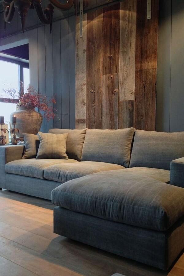 Modelo de sofá de canto cinza com chaise