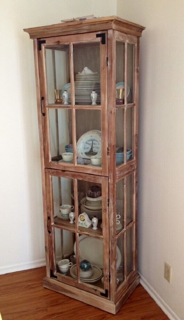 Modelo simples de cristaleira de madeira de demolição