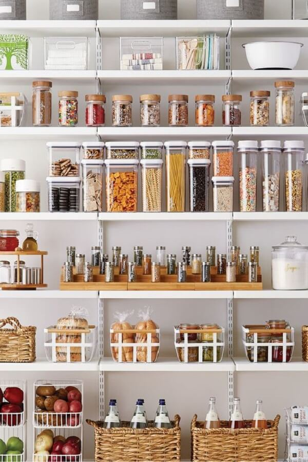 No mercado existe inúmeros itens que podem auxiliar na organização da sua despensa de cozinha