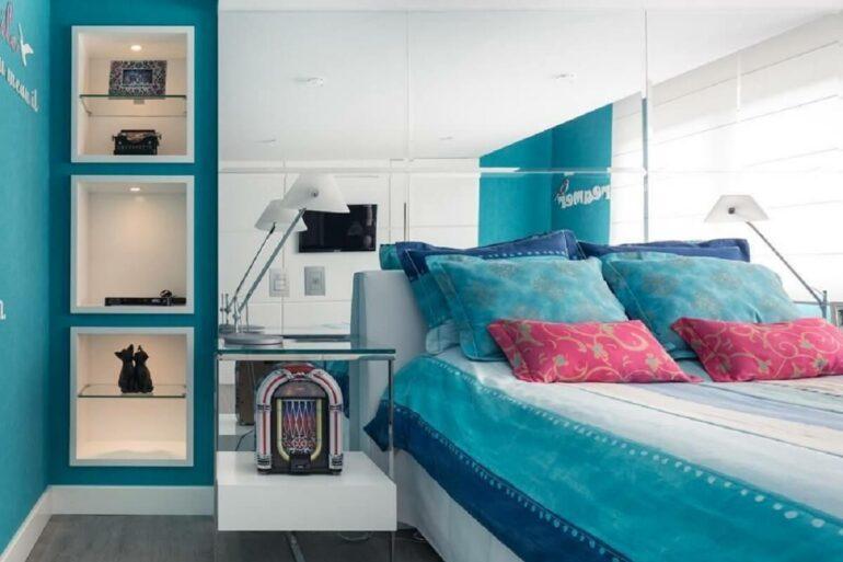 O azul turquesa foi uma das cores para quartos escolhidas nesse cômodo