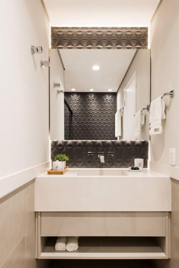 O revestimento 3D para banheiro preto realça a bancada branca