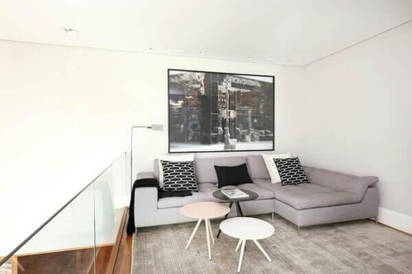 O sofá de canto cinza com chaise se encaixa perfeitamente nesse projeto