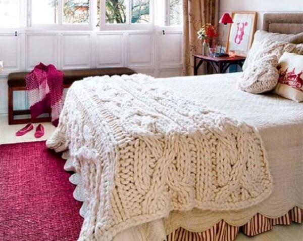 O tricô na decoração do quarto traz conforto e aconchego para os usuários