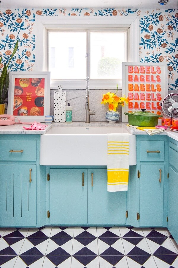 Os quadros decorativos para cozinha coloridos alegram o ambiente