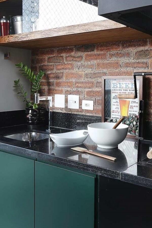 Quadro para decorar cozinha tipo nicho serve para guardar tampas de garrafas