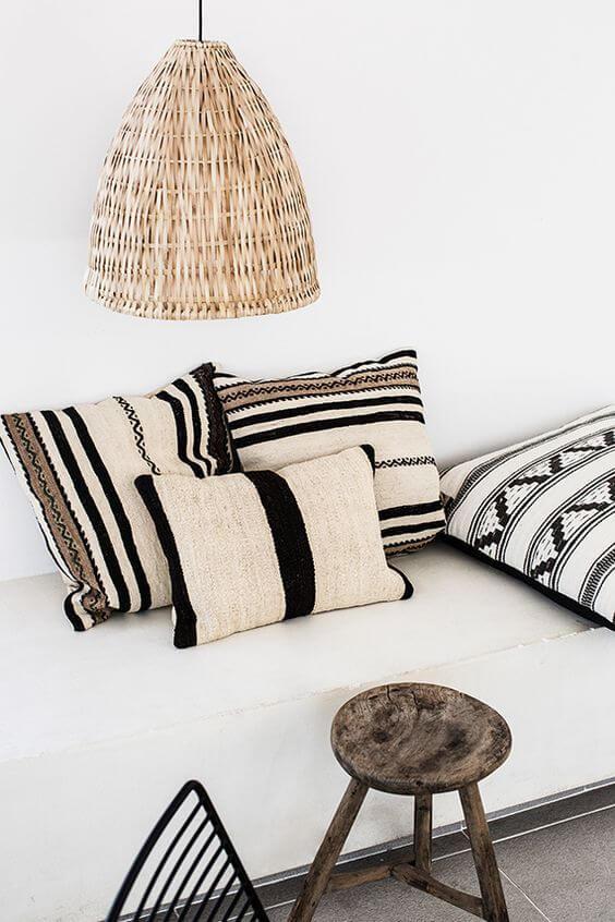 Almofadas preto e branco para decoração boho