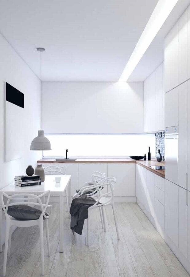 armário de cozinha completo branco de canto com bancada de madeira Foto Futurist Architecture