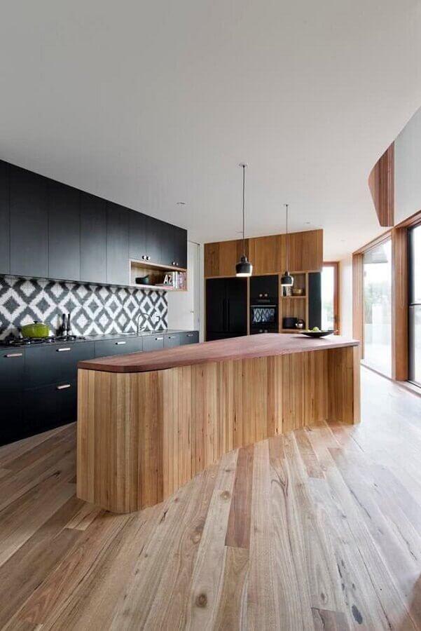 armário de cozinha cor preta com ilha de madeira Foto Futurist Architecture