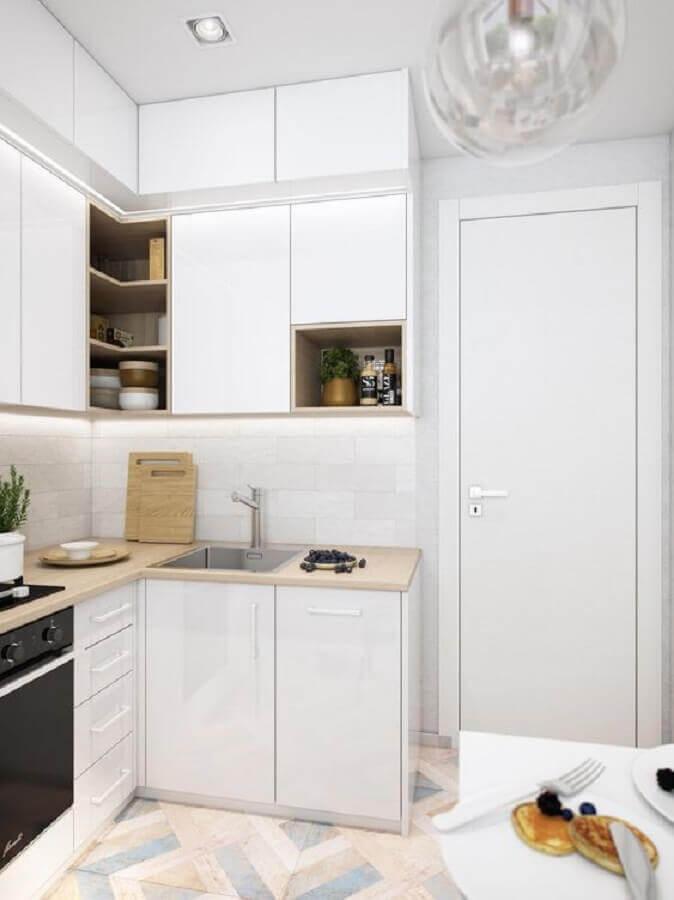 armário de cozinha pequeno branco de canto planejado com bancada de madeira Foto Pinterest