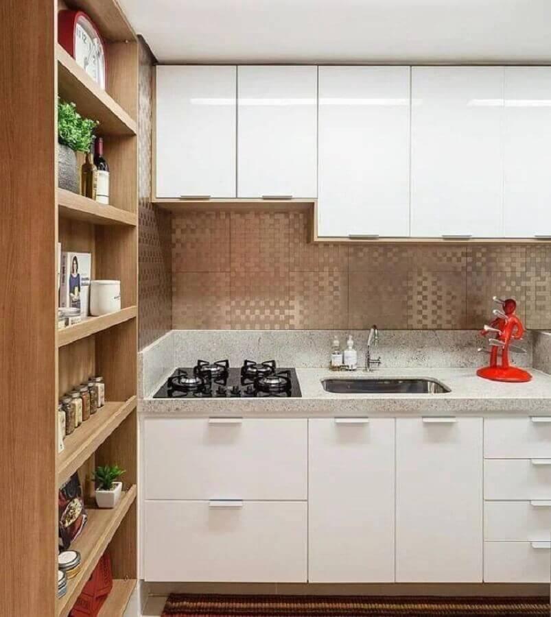 armário de cozinha pequeno branco planejado com cooktop Foto Amis Arquitetura