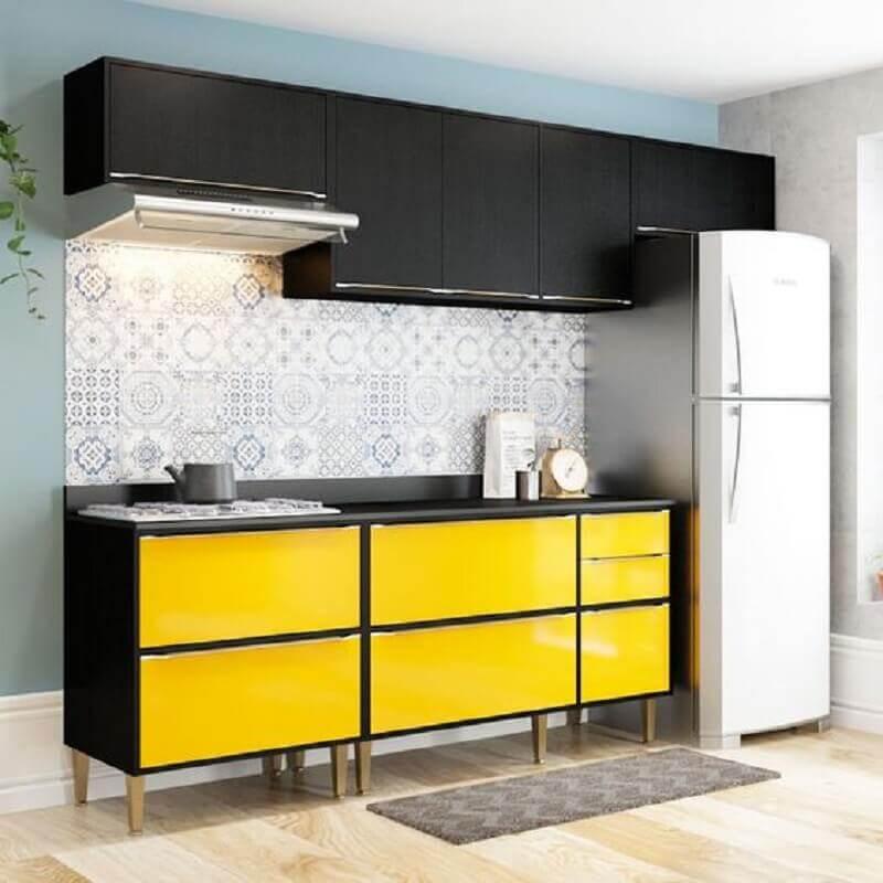 armário de cozinha pequeno preto e amarelo modulado Foto Pinterest