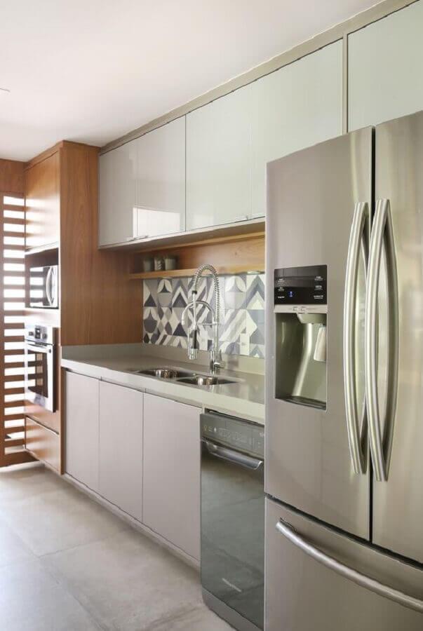 armário de cozinha planejado branco com madeira Foto Rúbia M. Vieira Interiores