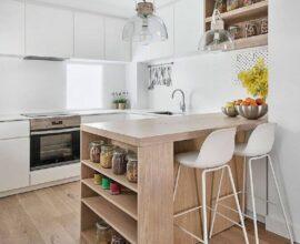 bancada de cozinha planejada com prateleiras para guardar potes de mantimentos