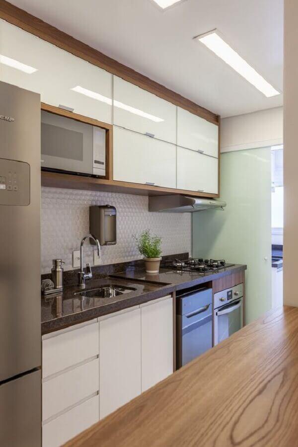 bancada de granito marrom para cozinha pequena Foto Rúbia M. Vieira Interiores